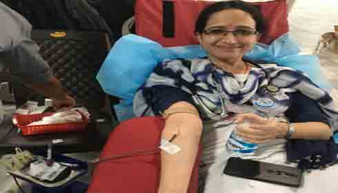 Resident doctor donates blood at Delhi-AIIMS