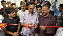 Satyendar Jain inaugurating AC wards